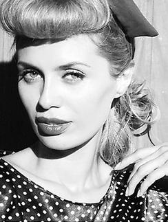Виктория Боня в образе  пин-ап-красотки