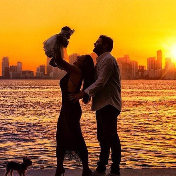 Недавно Вика Крутая и Давид Беркович отметили два года со дня свадьбы. Радость пары разделила их дочь Дэми Роуз