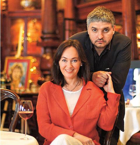 С третьим мужем, Игорем Бухаровым, Гузеева знакома с юности