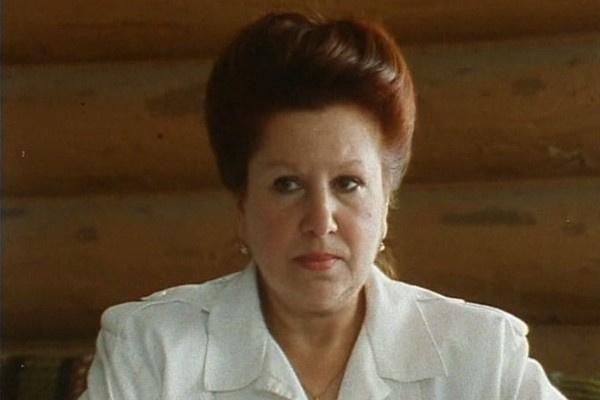 В 90-е Инна Ульянова старалась чаще играть в кино, хотя бы в эпизодах