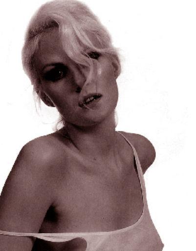 Литвинова некоторое время работала манекенщицей