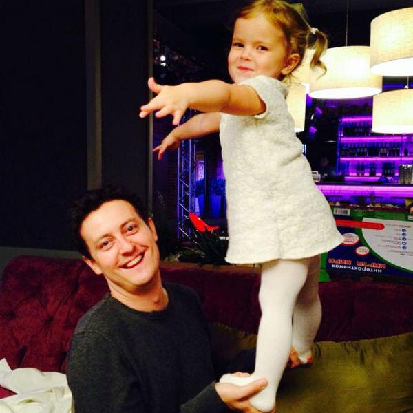 Трехлетняя дочь актера Стефания уже ходит заниматься в папину танцевальную школу