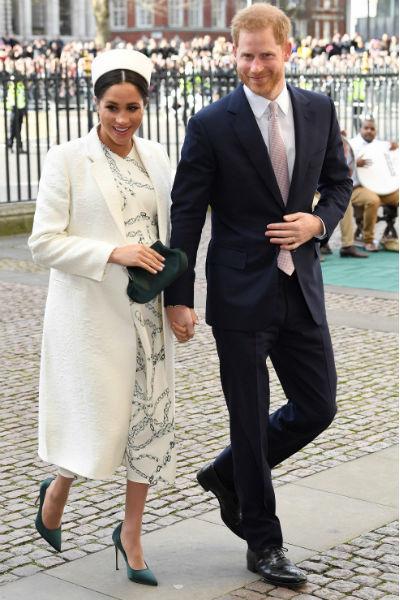 Принц Гарри старается поддерживать жену во время беременности