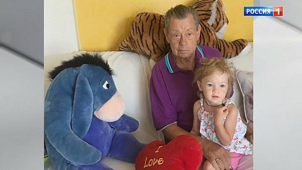 Николай Караченцов с внучкой