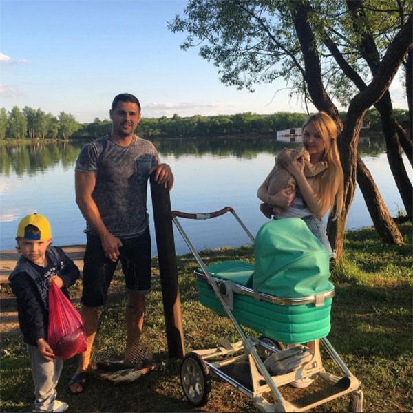Дружное семейство Пынзарей вместе с Давидом, которому еще нет и двух недель, уже успело побывать на рыбалке