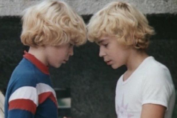 Для съемок в картине юным актерам пришлось перекрасить волосы