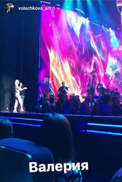 Анастасия Волочкова поделилась в соцсетях видео, сделанным во время концерта