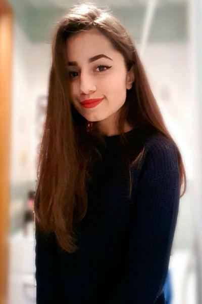 18-летняя Ангелина нанесла отцу не менее десяти ножевых ранений