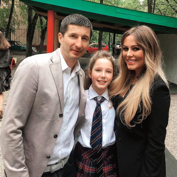 Юлия Началова с бывшим супругом и дочерью Верой