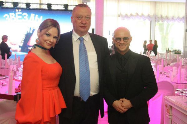 Сенатор Вадим Тюльпанов с супругой Натальей и Дмитрием Хрусталевым