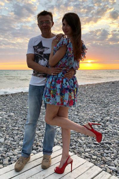 Роман отдыхает в Сочи с молодой любовницей