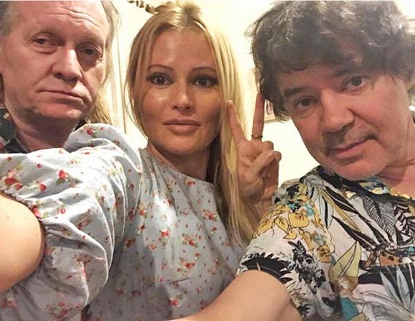 В прошлом году Крис вместе с Даной Борисовой и Евгением Осиным проходил курс реабилитации в Таиланде