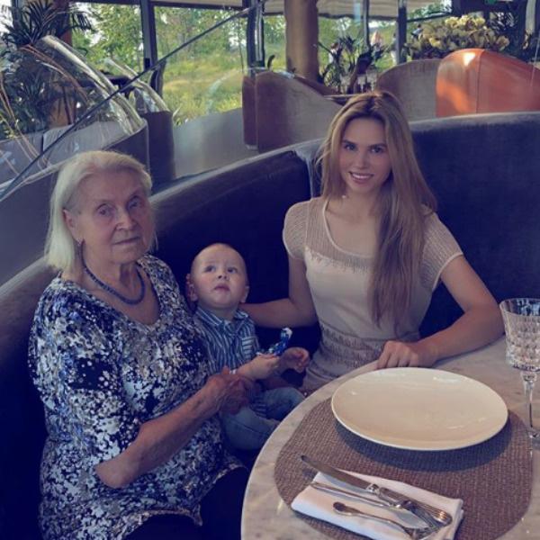 Ольга сама воспитывает сына