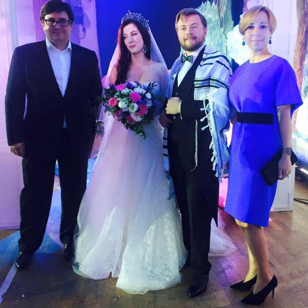 Молодожены с Марианной Максимовской и ее мужем Василием Борисовым