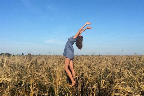 Любовь Толкалина наслаждается русской природой