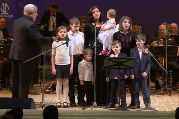 Ирина Леонова и семеро детей Евгения Цыганова