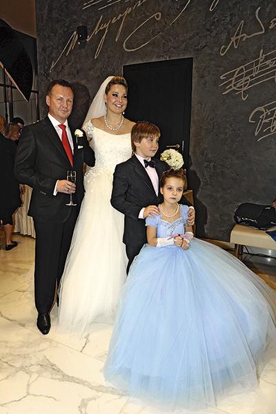 На свадьбе Марии и Дениса были «первые дети». Ванечка появился в семье через год