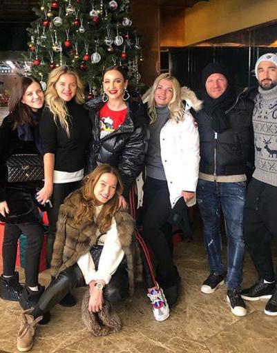 С друзьями проводит время и Ольга Бузова