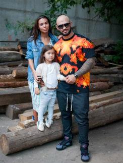 Джиган с женой Оксаной и дочерью Ариелой