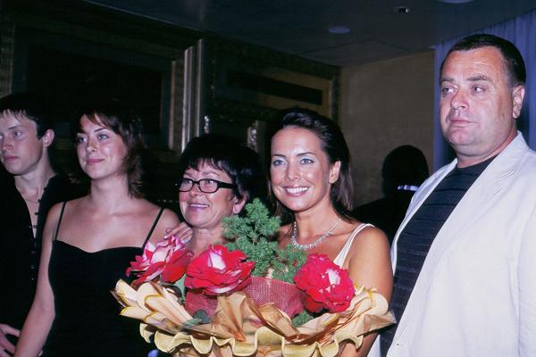 Жанна Фриске с мамой, сестрой и отцом