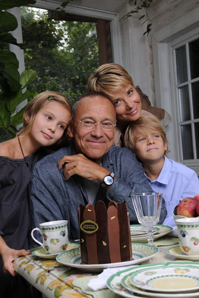 Юлия Высоцкая с мужем Андреем Кончаловским и детьми