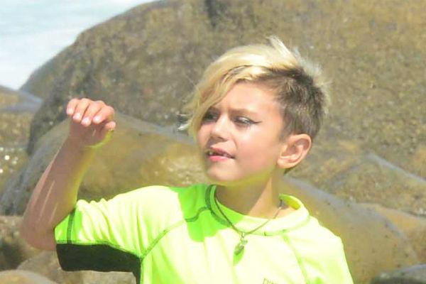 7-летний Кингстон нарисовал черным карандашом стрелки как у Эми Уайнхаус