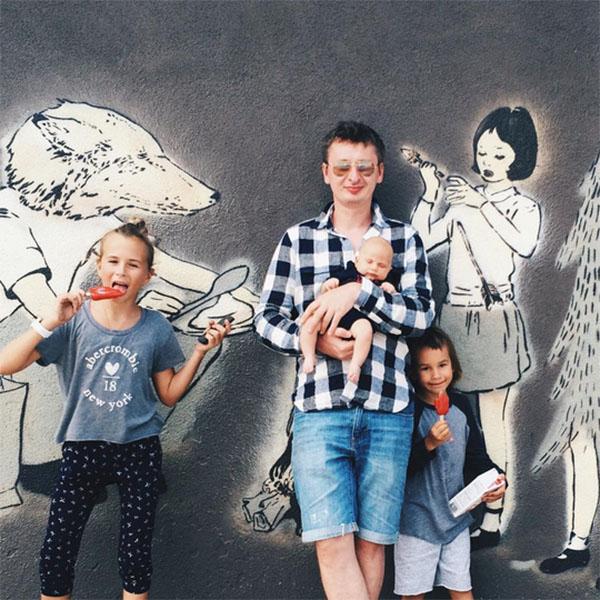 Муж Саши Зверевой Дмитрий Алмазов в окружении детей