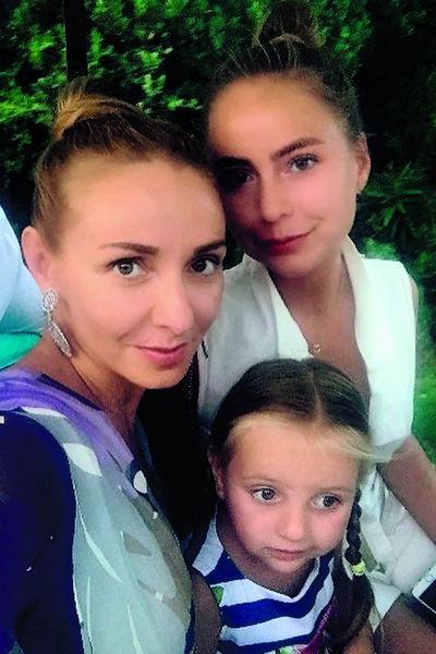 Навка воспитывает двух дочерей – 17-летнюю Александру и 3-летнюю Надежду