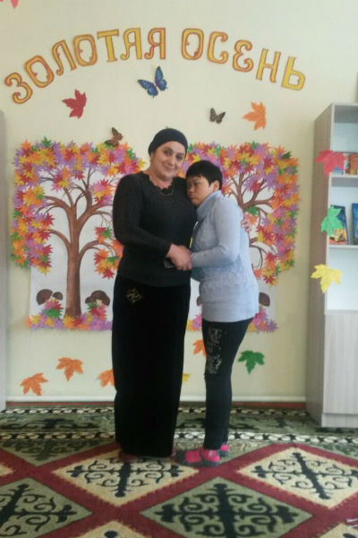 Зумрият Резаханова с воспитанником из центра