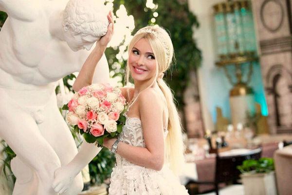 Алена не устает признаваться мужу в любви