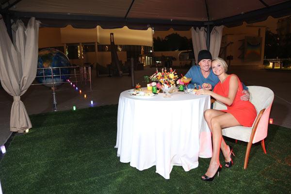 Оксана Домнина и Роман Костомаров на романтическом свидании в Планетарии. Сентябрь 2013 года