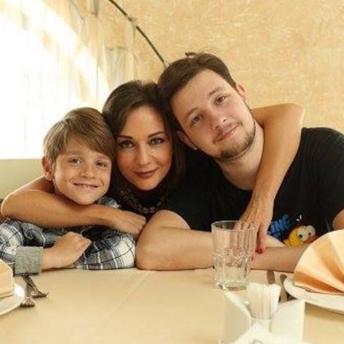 Татьяна Буланова со своими сыновьями Никитой и Александром