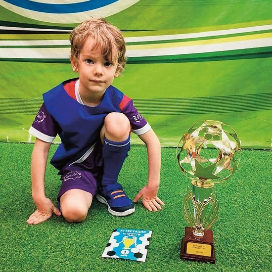 В будущем мальчик мечтает освоить какой-нибудь бойцовский вид спорта
