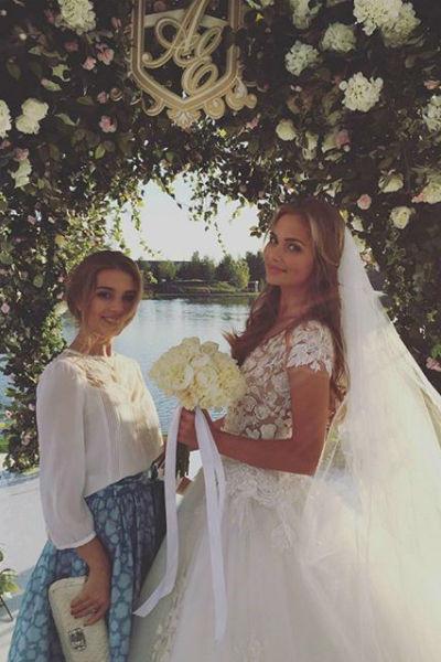 Счастливая невеста поделилась снимками с торжества в соцсетях