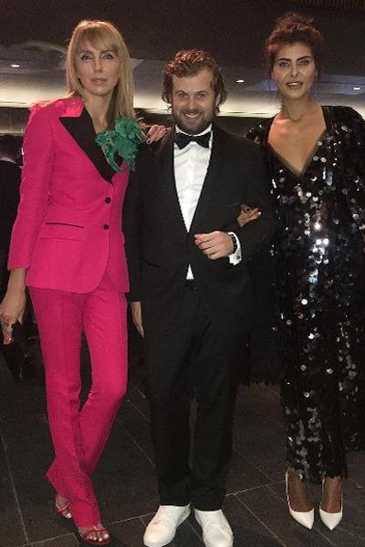 Светлана Бондарчук заменила ярким костюмом цвета фуксии вечернее платье