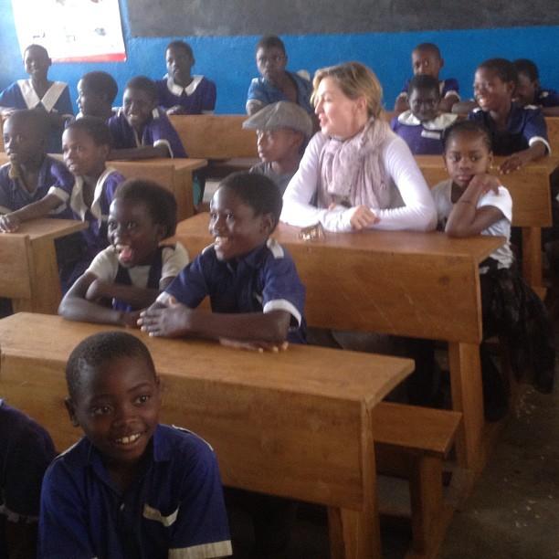 Мадонна в одной из малавийских школ