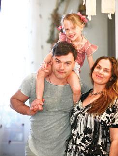 Евгений Дятлов, Юлия Джербинова и их дочь Василиса