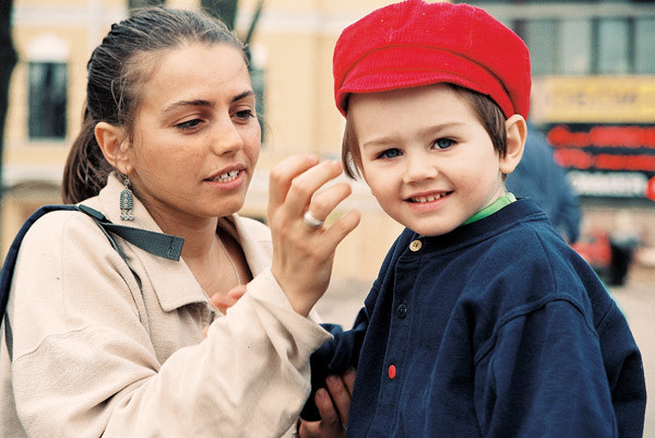 Первая жена шоумена Елена Романова  отправила единственного сына  Льва Давида  учиться за границей, подальше от судебных  разбирательств
