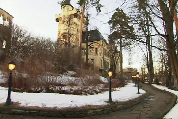 Замок Аллы Пугачевой и Максима Галкина в деревне Грязи