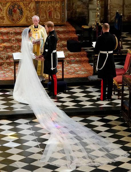 Принц Гарри и Меган Маркл у алтаря