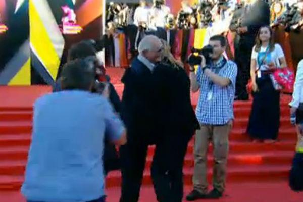 Никита Михалков встречает Брэда Питта