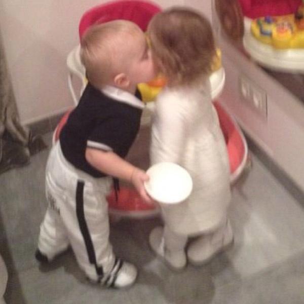 А вот и детский поцелуй!