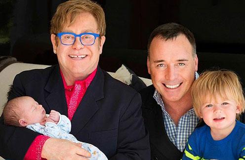 Элтон Джон с младшим сыном Элайджей и Дэвид Ферниш со старшим сыном Закари