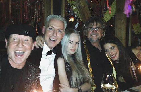 Эйч Пи Бакстер и Лиза Левен на праздновании Нового года
