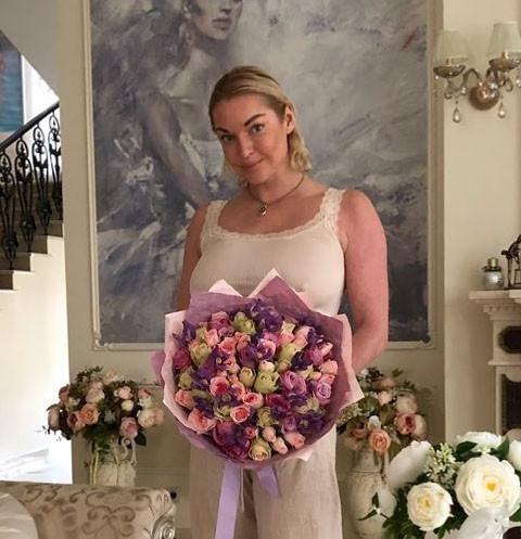Анастасия Волочкова отказалась от 22 квартир в Астрахани