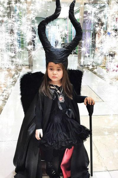 На праздновании Хеллоуина в детском саду маленькая Ариела предстала злой колдуньей Малефисентой