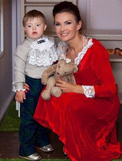 Эвелина бледанс с ребенком сейчас 82