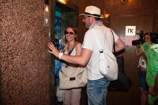 Собчак решила мужа не бросать и вместе с ним дождаться следующего лифта