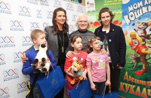 Елена Север и Юрий Куклачев с детьми