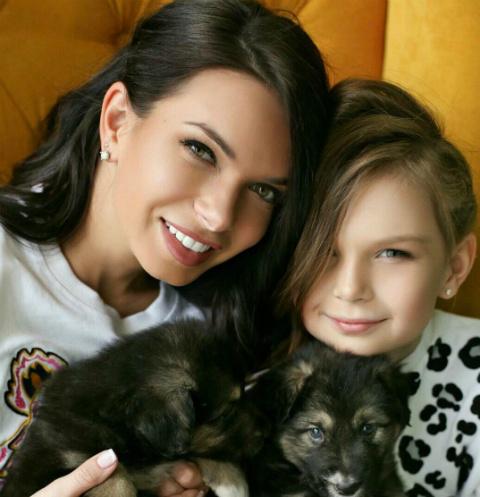 Катя Жужа с дочерью Николь